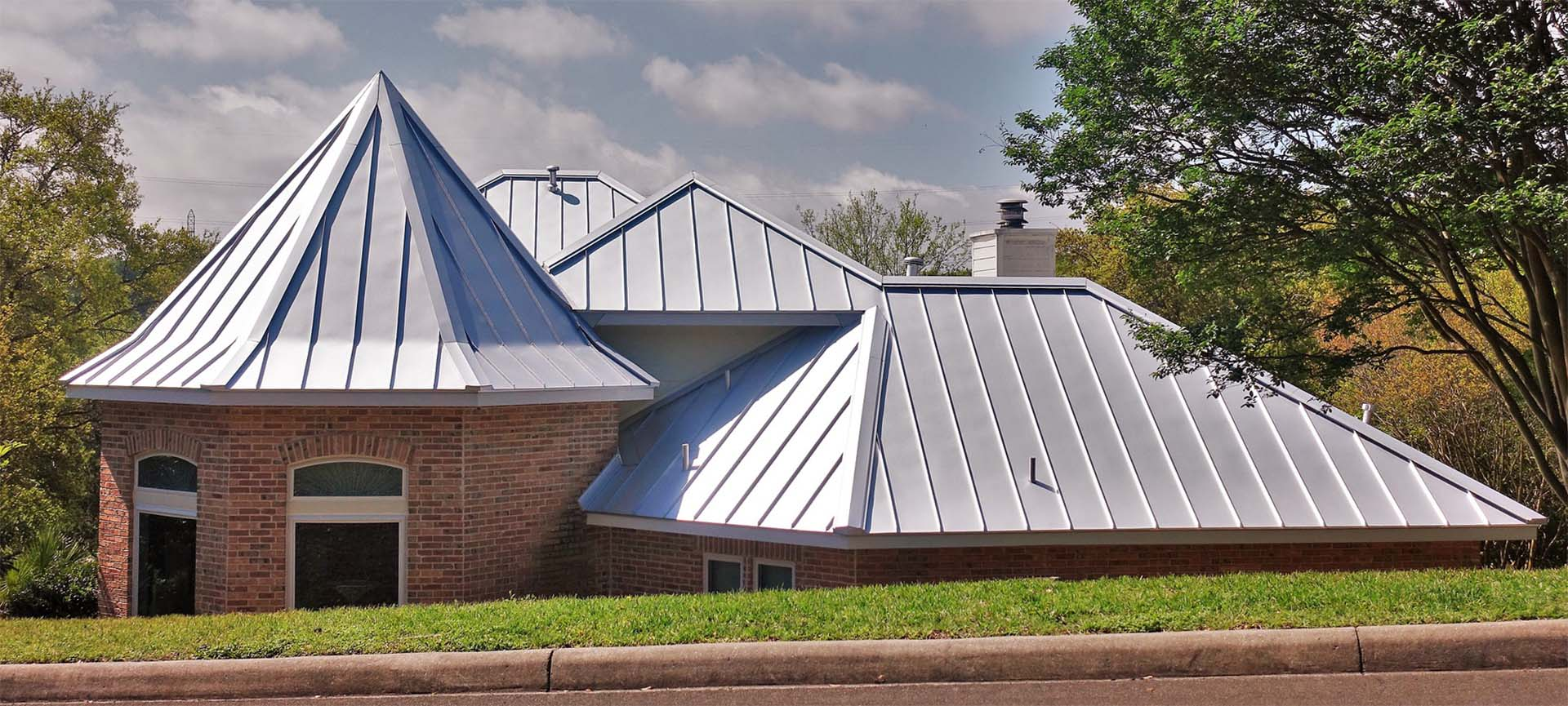 standing seam metal roof construction